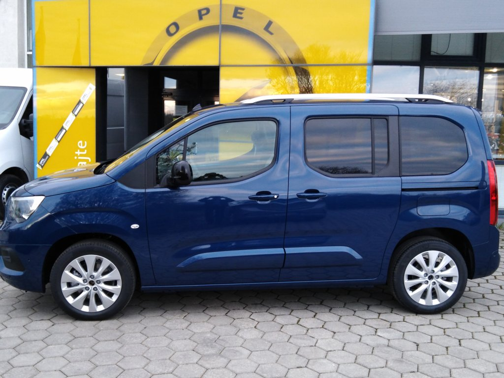 M a H s.r.o. | Fotografie vozidla Opel Combo Elegance plus L1 1,2T 110k AT8
